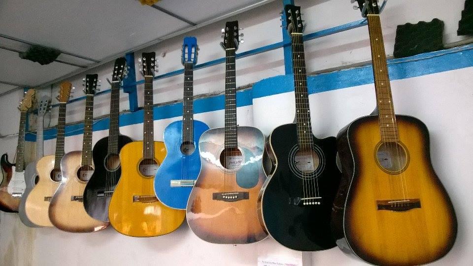 Bán guitar giá rẻ ở tphcm 2.jpg
