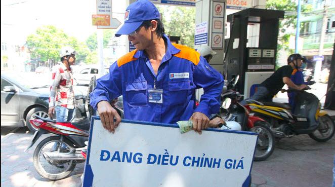 gia-xang-dang-dieu-chinh-giam.jpg