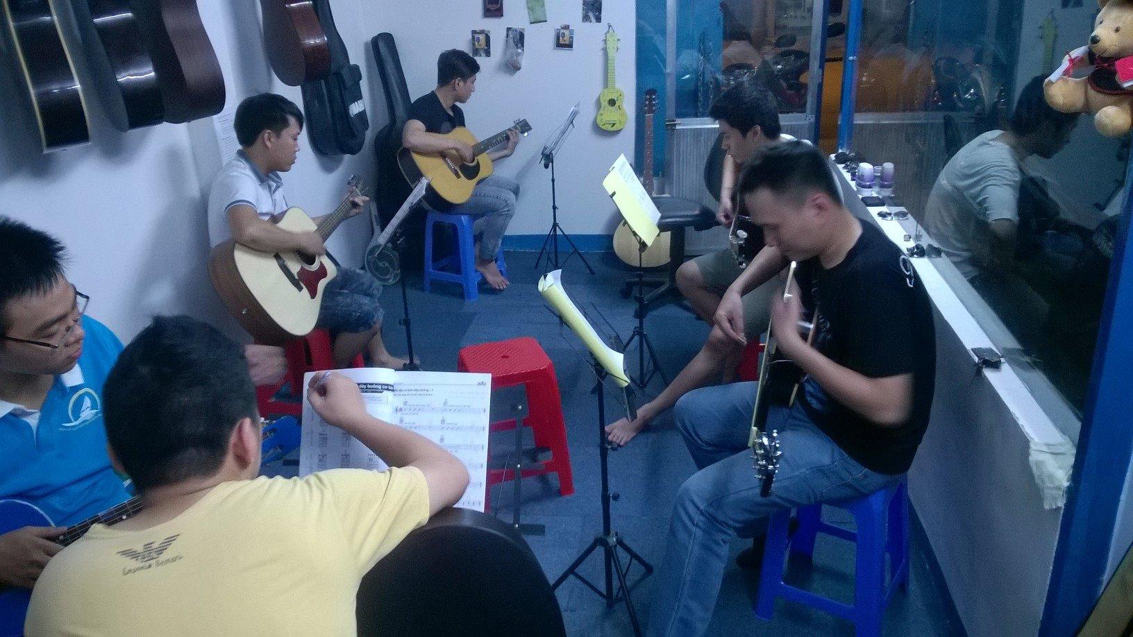 Học đàn guitar phú nhuận tân phú 11.jpg