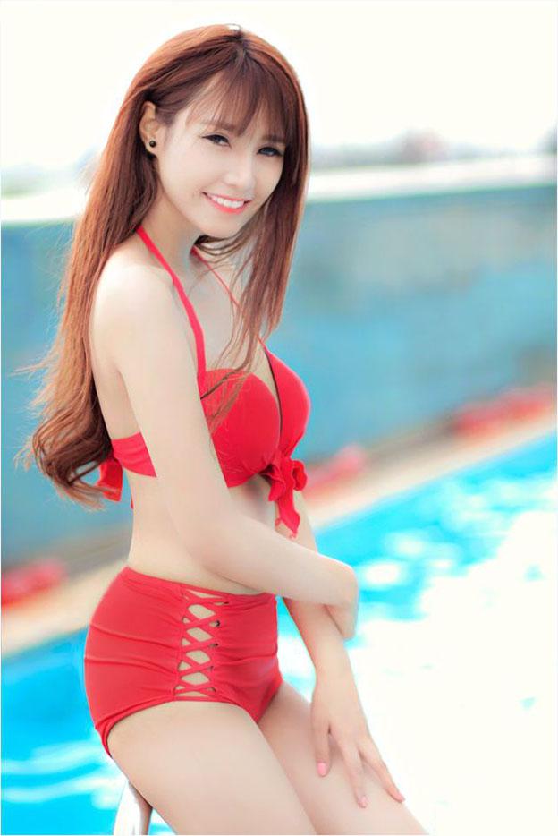 Jenny-Yen-mac-bikini-khoe-ve-đep-goi-cam-hut-hon (4).jpg