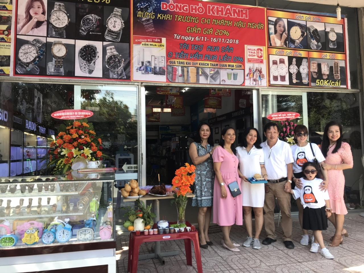 khanh-dong-ho-chuyen-buon-ban-dong-ho-si-va-le-khai-truong-tai-long-an.jpg
