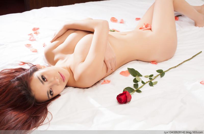 loat-anh-nude-cua-hot-girl-cuc-xinh-h10.jpg