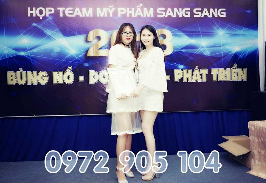 Trao giải cho đại lý Bảo Ngọc thành tích tốt của Mỹ Phẩm Sang Sang