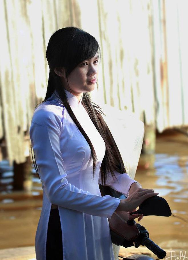 Lê Thị Mỹ Linh xinh đẹp trong tà áo dài trắng