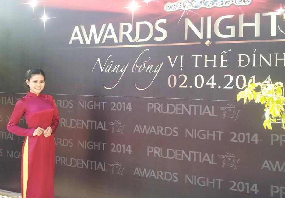 Tà áo dài Lê Thị Mỹ Linh trong giải thưởng Awards Night